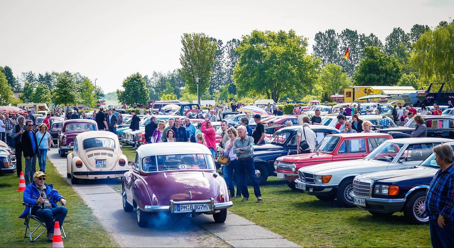 Rund 7.000 klassische Fahrzeuge erwarten Sie auf der Oldtimershow!